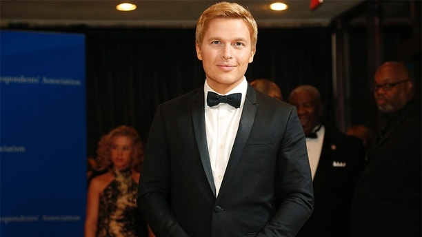 Journalist Ronan Farrow arrives for the annual White House Correspondents' Association dinner in Washington April 25, 2015. REUTERS/Jonathan Ernst - TB3EB4Q002CNQ