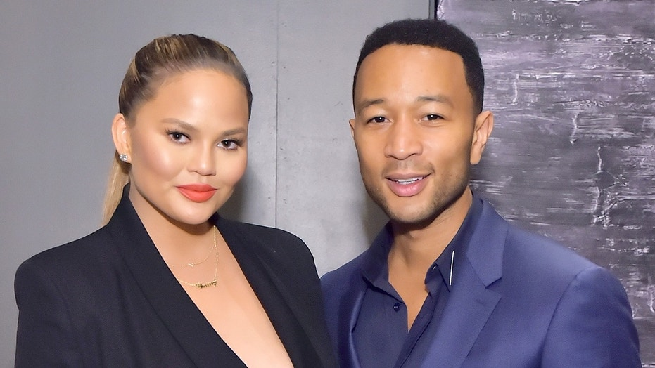 Model Chrissy Teigen praised for posting 'mom bod' video on Twitter