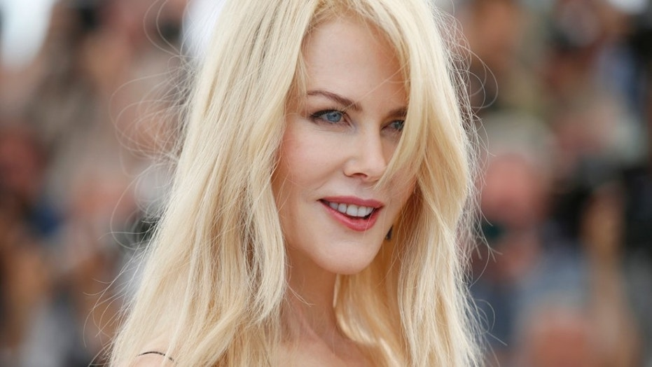 Nicole Kidman casually catches a giant spider like it's no big deal