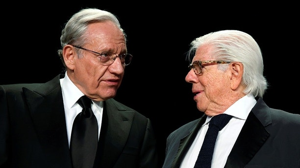 Former Washington Post reporters Bob Woodward (L) and Carl Bernstein (R) speak at the head table before the White House Correspondents' Association dinner in Washington, U.S. April 29, 2017. REUTERS/Jonathan Ernst - RC12520D1330