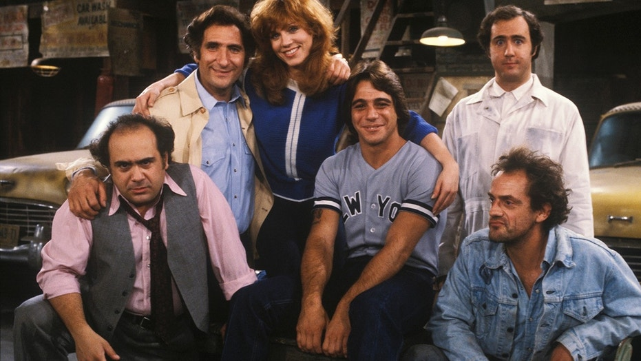 """UNITED STATES - APRIL 17:  TAXI - """"Like Father, Like Son"""" - airdate: 11/12/81- Danny DeVito, Judd Hirsch, Marilu Henner, Tony Danza, Andy Kaufman, Christopher Lloyd."""