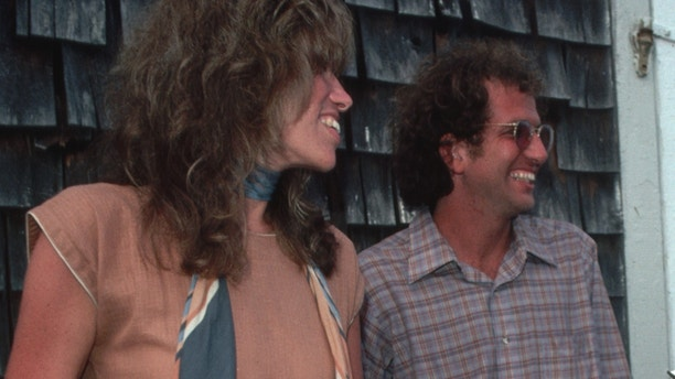 """Carly Simon and Peter Simon during a book signing for Peter Simon's book """"On the Vineyard"""" in 1980."""