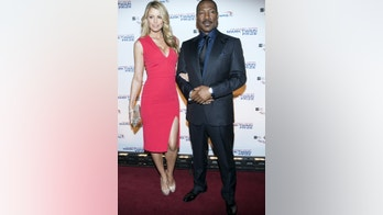 Eddie Murphy and his partner Paige Butcher arrive for the Mark Twain prize for Humor honoring Murphy at the Kennedy Center in Washington October 18, 2015.      REUTERS/Joshua Roberts - RTS50O9