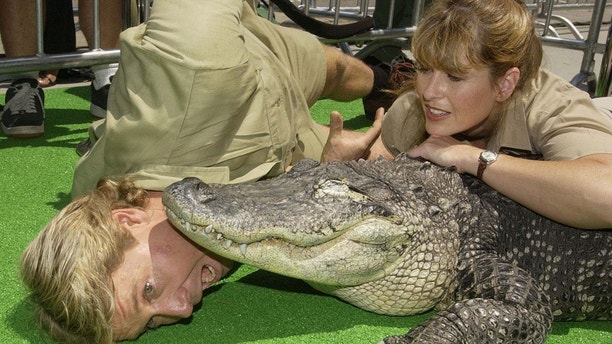 """Australian adventurer Steve Irwin and his wife Terri pose with an alligator named Bubba during the premiere of the adventure comedy motion picture """"The Crocodile Hunter: Collision Course"""" at the Cinerama Dome in the Hollywood section of Los Angeles June 29, 2002. The naturalist couple appear in the film which opens across the United States on July 12. - PBEAHUKRCDE"""