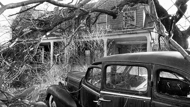 UNITED STATES - DECEMBER 12:  Exterior of house where Edith Bouvier Beale lives on West End Road in East Hampton, L.I.  (Photo by Jim Mooney/NY Daily News Archive via Getty Images)