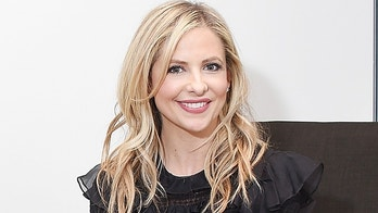 NEW YORK, NY - DECEMBER 15:  Actress Sarah Michelle Gellar visits the LinkedIn studios on December 15, 2017 in New York City.  (Photo by Michael Loccisano/Getty Images)