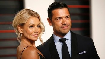 Actress Kelly Ripa and husband Mark Consuelos arrives at the Vanity Fair Oscar Party in Beverly Hills, California February 28, 2016.  REUTERS/Danny Moloshok - TB3EC2T0LJLFQ
