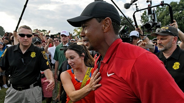 tiger woods embraces girlfriend erica herman after golf