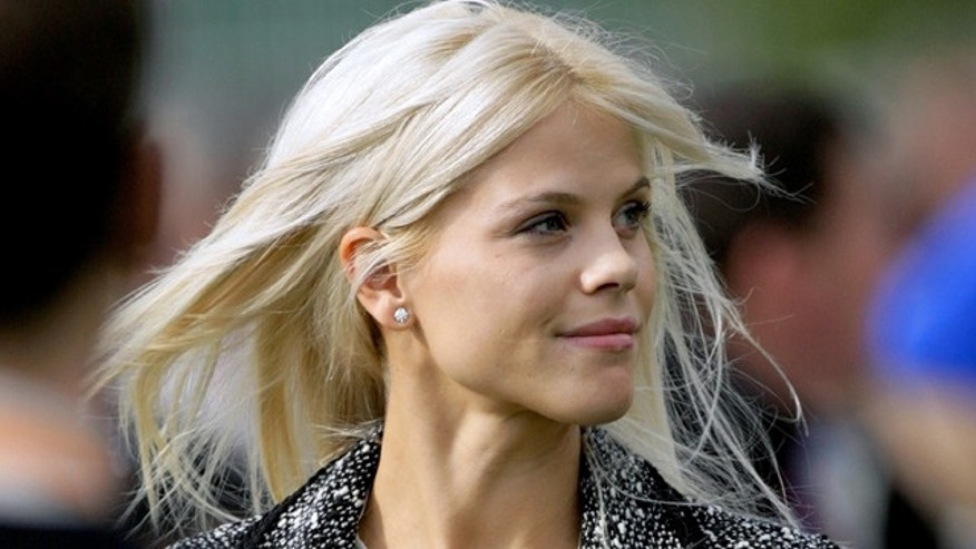 Elin Nordegren, wife of U.S. Ryder Cup player Tiger Woods, smiles during the opening ceremony for the Ryder Cup at The K Club in County Kildare, Ireland, September 21, 2006.   REUTERS/Kieran Doherty    (IRELAND)