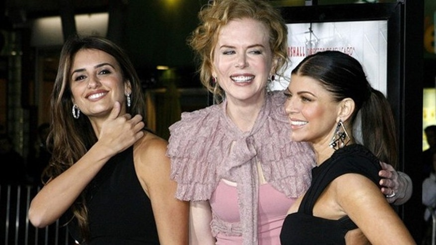 "Actresses (L-R) Penelope Cruz, Nicole Kidman and Fergie, stars of director Rob Marshall's new film ""Nine"", pose at a special screening of the film in Los Angeles, California December 9, 2009. REUTERS/Fred Prouser    (UNITED STATES ENTERTAINMENT)"