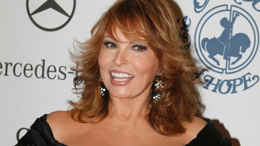 Actress Raquel Welch arrives at the Carousel of Hope Ball in Beverly Hills October 25, 2008.  The ball benefits the Barbara Davis Center for Childhood Diabetes. Picture taken October 25, 2008.  REUTERS/Fred Prouser     (UNITED STATES)