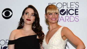 Show hosts Kat Dennings and Beth Behrs pose backstage at the 2014 People's Choice Awards in Los Angeles, California January 8, 2014. REUTERS/Kevork Djansezian (UNITED STATES-TAGS: ENTERTAINMENT) (PEOPLESCHOICE-BACKSTAGE) - RTX17792