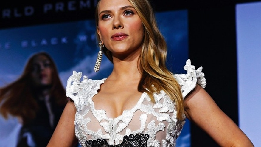 "Cast member Scarlett Johansson poses at the premiere of ""Captain America: The Winter Soldier"" at El Capitan theatre in Hollywood, California March 13, 2014. The movie opens in the U.S. on April 4.   REUTERS/Mario Anzuoni  (UNITED STATES - Tags: ENTERTAINMENT) - RTR3H14I"