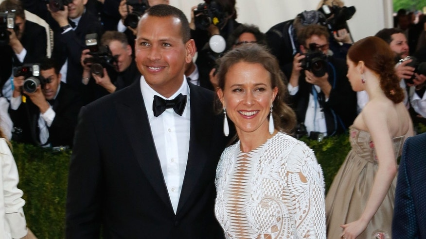 "NEW YORK, NY - MAY 02:  Alex Rodriguez and Anne Wojcicki attend ""Manus x Machina: Fashion in an Age of Technology"", the 2016 Costume Institute Gala at the Metropolitan Museum of Art on May 02, 2016 in New York, New York.  (Photo by Taylor Hill/FilmMagic)"