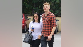 Ariel Winter seen out on a lunch date in Los Angeles.