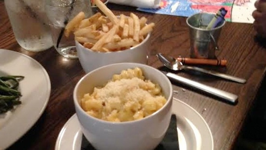 Fair Oaks serves an estimated 1,000 customers a day --with comfort-food classics like mac 'n cheese and french fries.