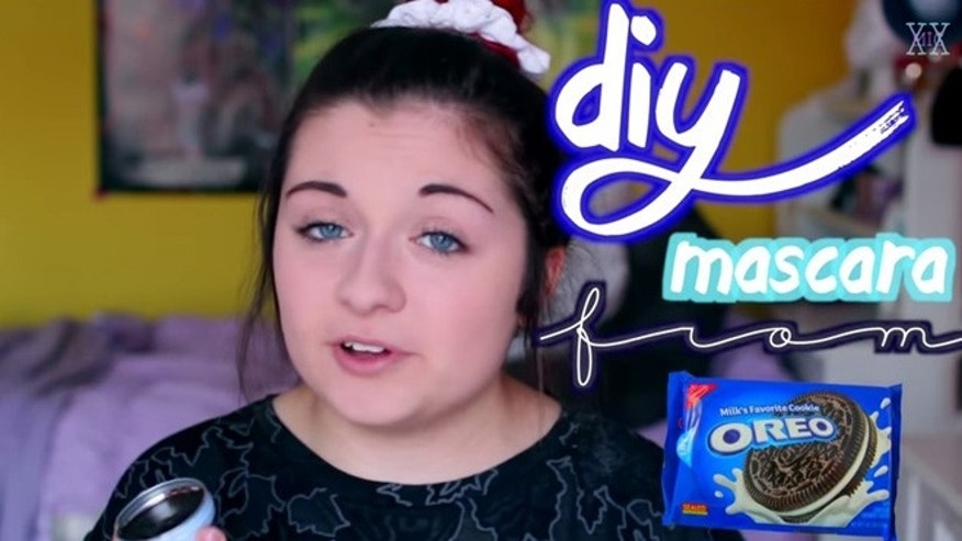 Watch this beauty vlogger make mascara out of Oreo crumbs.