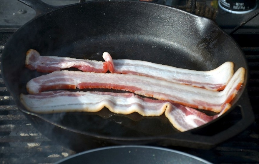 Cast iron skillets mean crispy bacon.