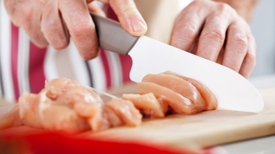 Is it ever okay to eat raw chicken meat?