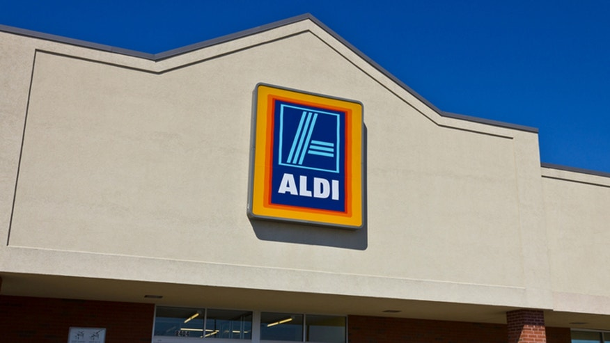 Indianapolis, U.S. - April 16, 2016: Aldi Discount Supermarket. Aldi is Simply Smarter Shopping I