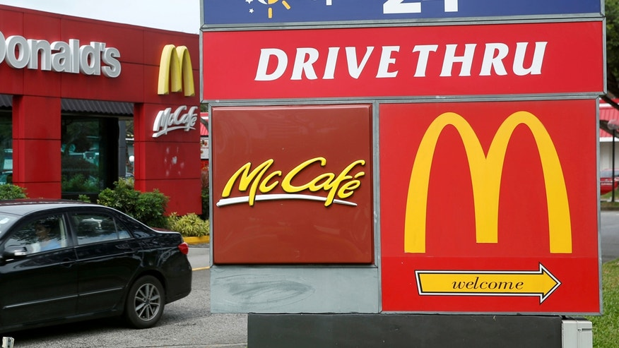 A car passes a McDonald's drive through restaurant in Singapore July 25, 2016.  REUTERS/Edgar Su/File Photo     TPX IMAGES OF THE DAY      - RTSQV4B