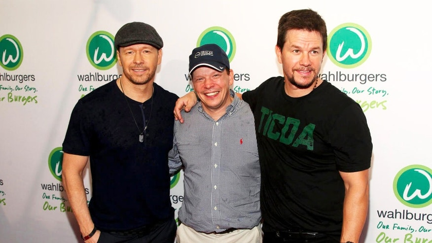 Wahlberg brothers sued by burger restaurant partners - F3News