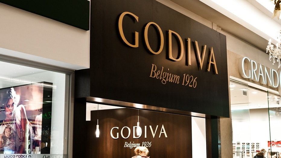 An NYPD officer was not happy about a Godiva store closing