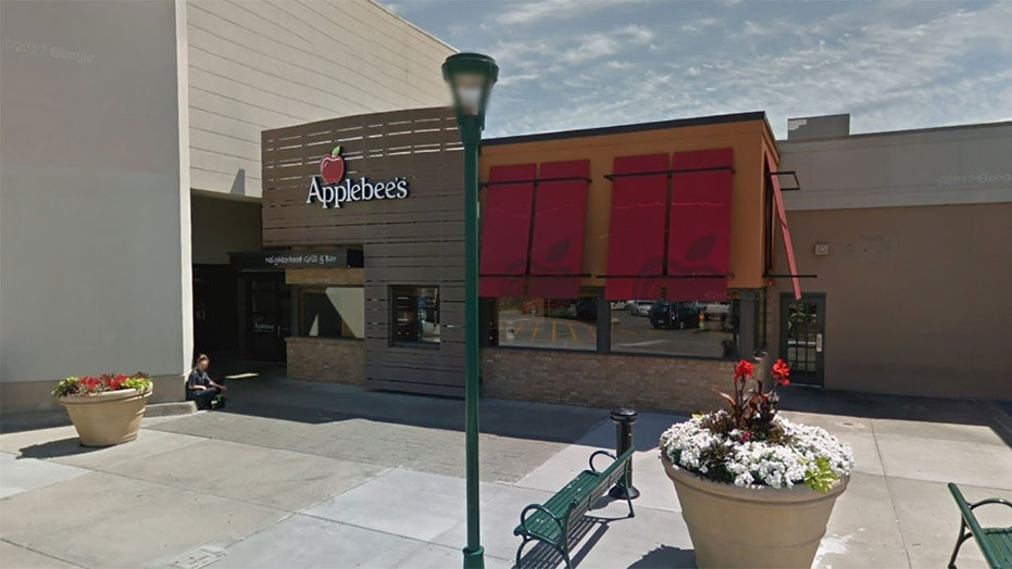 Two women eating at an Applebee's in Independence, Miss., were accused of dining and dashing the previous day, according to footage taken by one of the patrons.