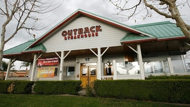 An Outback restaurant is seen in Riverside, California February 5, 2009. Restaurant bankruptcies are expected to rise in 2009, but some debt-riddled operators are getting more leeway with lenders on hope a government stimulus package could provide relief by mid-year. The debt of some restaurants, like Outback Steakhouse's owner OSI Restaurant Partners Inc, is now trading at distressed levels defined as 1,000 basis points over comparable Treasuries, according to Thomson Reuters data. Picture taken February 5, 2009.  REUTERS/Mario Anzuoni   (UNITED STATES) - GM1E5270L1401