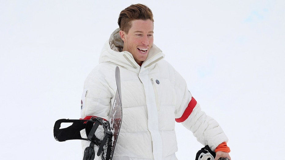 "Olympian Shaun White surprised a South Korean chef and fan by showing up at his restaurant to eat the ""Flying Tomato"" burger."