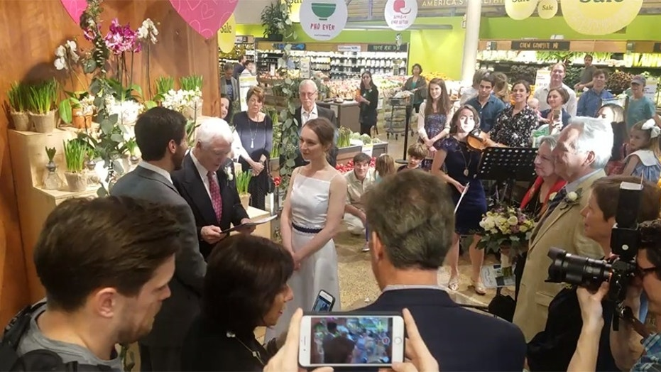 Couple gets married at Whole Foods (foxnews.com)
