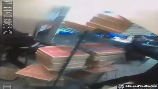 pizza hut robbery 2 philly pd