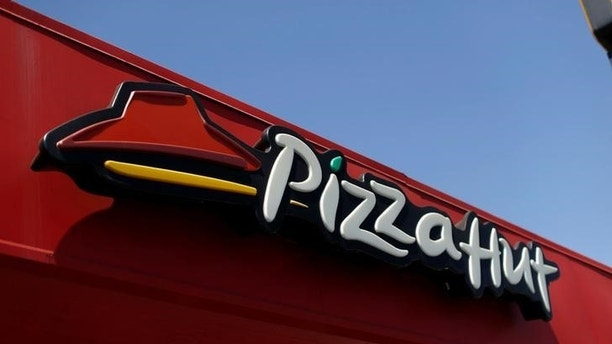 FILE PHOTO: The sign at a Pizza Hut location, which is owned by Yum Brands Inc, is pictured ahead of their company results in Pasadena, California U.S., July 11, 2016. REUTERS/Mario Anzuoni