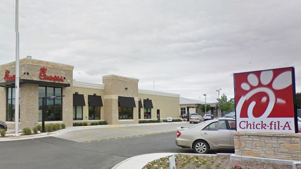 Texas couple delivers baby in Chick-fil-A bathroom