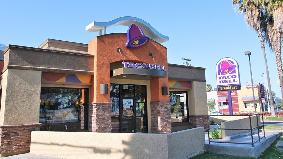 Spanish-speaking Taco Bell worker refused English-speaking customers