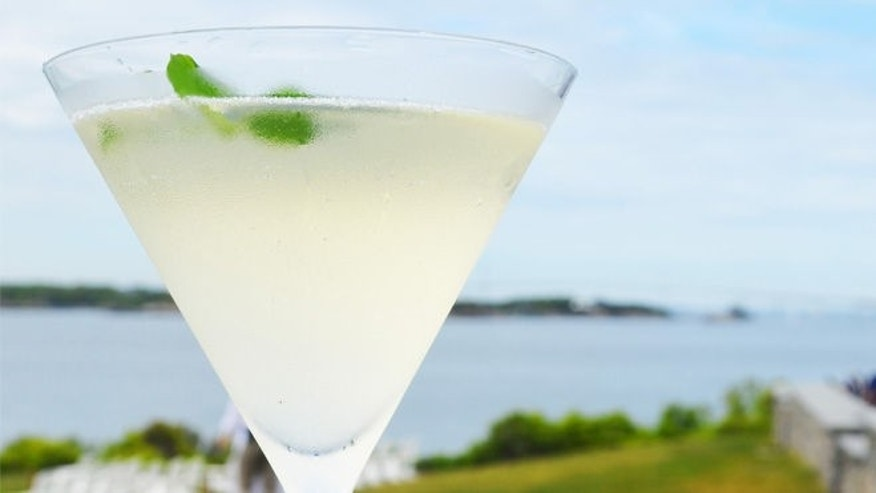 The bubbles add a special touch to this pea and mint infused drink.
