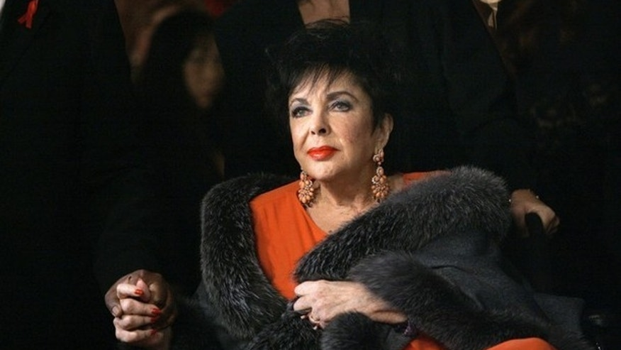 Elizabeth Taylor arrives for a play in Los Angeles in this December 1, 2007 file photo. Screen star Taylor has been admitted to a Los Angeles hospital to treat symptoms from congestive heart failure, her spokeswoman said February 11, 2011. REUTERS/Mario Anzuoni/Files (UNITED STATES - Tags: ENTERTAINMENT SOCIETY HEALTH)