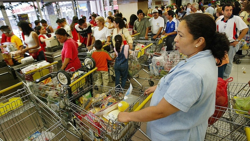 CARACAS, VENEZUELA - DECEMBER 22:  People wait in line to stock up on groceries at a crowded supermarket December 22, 2002 in Caracas, Venezuela. The South American country is in the midst of the twenty-first day of a general strike aimed at toppling the government of President Hugo Chavez.  (Photo by Paula Bronstein/Getty Images)