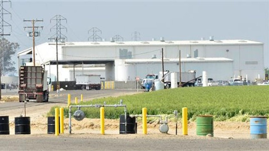 Exterior view of Baker Commodities transfer station, where a cow with mad cow disease was discovered, in Hanford, Calif.