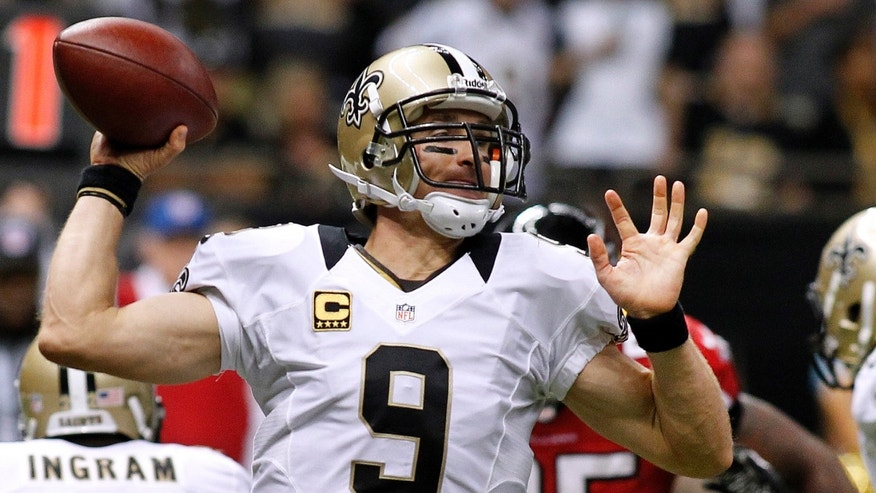 New Orleans Saints quarterback Drew Brees throws the ball during the second half of their NFL football game against the Atlanta Falcons in New Orleans, Louisiana September 8, 2013. (REUTERS/Jonathan Bachman)