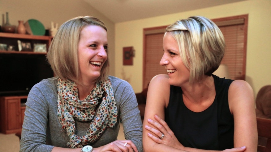 Identical twins Kristen Maurer, left, and Kelly McCarthy. (AP Photo/M. Spencer Green)