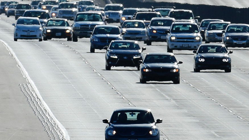 Vehicles travel north from San Diego to Los Angeles along Interstate Highway 5 in California December 10, 2013.  (REUTERS/Mike Blake)