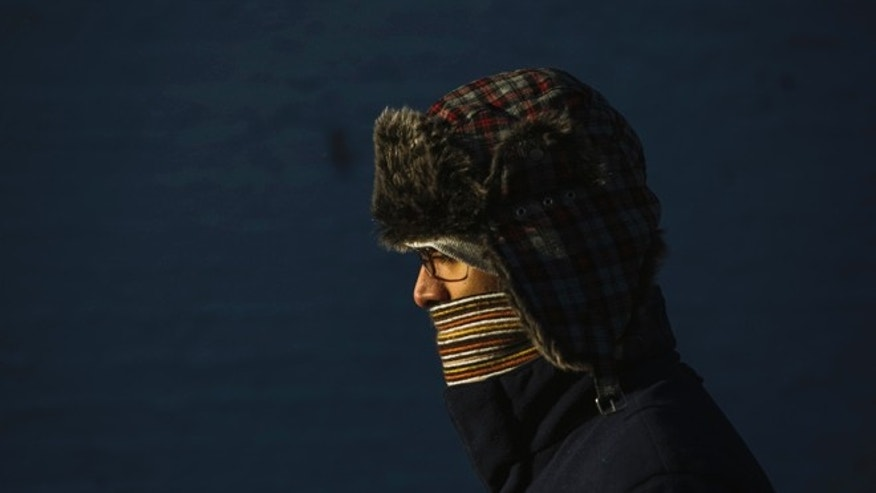 A commuter in New York walks to the subway bundled up due to low temperatures. (REUTERS/Lucas Jackson)