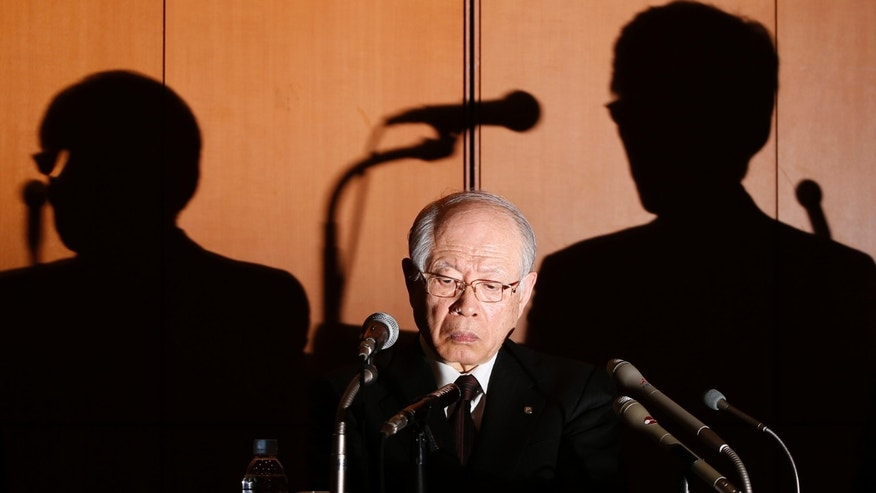 Shadows of Nobel Prize-winning chemist and President of Japanese research institute RIKEN Ryoji Noyori (L) and a RIKEN executive member are cast on the wall behind Noyori during a news conference in Tokyo April 1, 2014. (REUTERS/Yuya Shino)