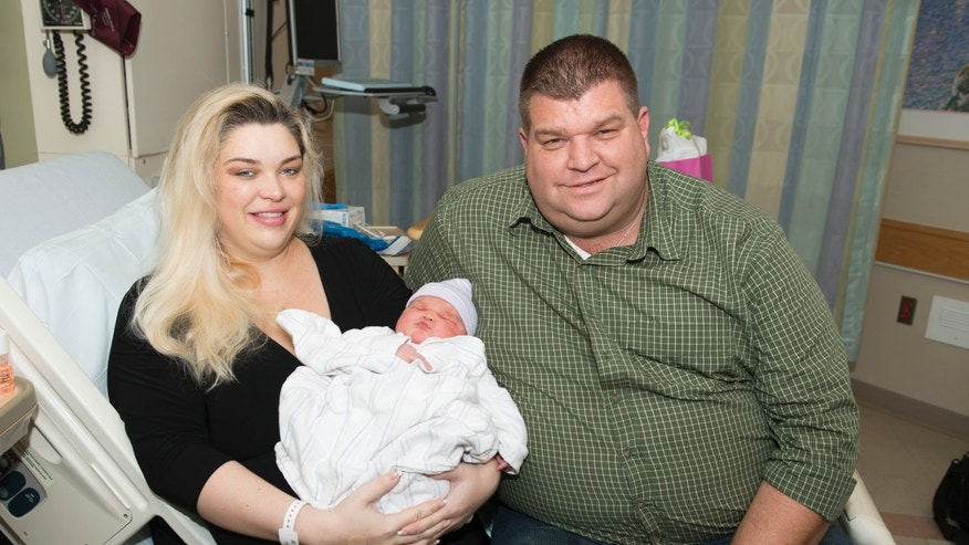 Baby Carisa Ruscak with her parents, Caroline and Bryan. (Image courtesy of Massachusetts General Hospital)