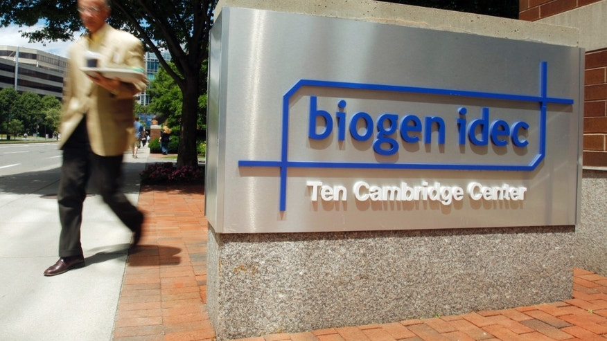 A pedestrian passes the sign outside the headquarters of Biogen Idec Inc. in Cambridge, Massachusetts June 18, 2008. (REUTERS/Brian Snyder)