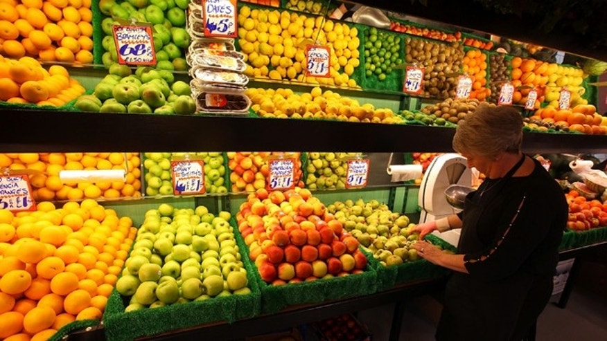 BOLTON, UNITED KINGDOM - AUGUST 17:  Fruit and vegetables are displayed at Bolton Market as figures for the Uk inflation rate show that it continues to slow on August 17, 2010 in Bolton, United Kingdom. The UK inflation rate dropped slightly from 3.2% in July to 3.1%. The Office for National Statistics also stated that the Retail Price Index in June was down to 4.8% from 5%.  (Photo by Christopher Furlong/Getty Images)