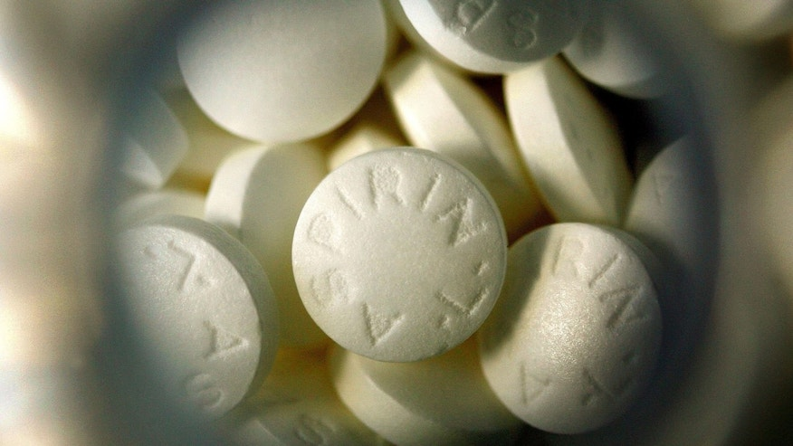 DES PLAINES, IL - MARCH 14:  Generic aspirin lie inside its bottle March 14, 2006 in Des Plaines, Illinois. A new study reportedly states that there may risks in combining the blood-thinning drug Plavix with aspirin.  (Photo Illustration by Tim Boyle/Getty Images)