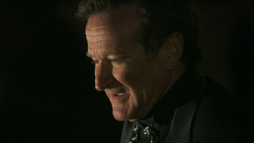 Actor Robin Williams arrives at singer-songwriter Elton John's 60th birthday party in New York March 24, 2007. (REUTERS/Eric Thayer)