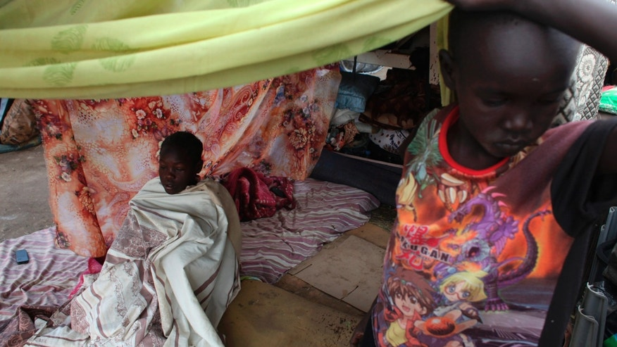 A girl with measles sits under a tent at Tomping camp in Juba, where some 17,000 displaced people who fled their homes are sheltered by the United Nations, January 10, 2014. REUTERS/Andreea Campeanu